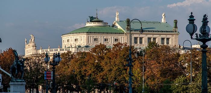 Wien Innere Stadt: Blick vom Parlamentsgebäude - Burgtheater