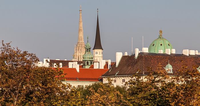 Wien Innere Stadt: Blick vom Parlamentsgebäude - Türme von Stephansdom (links) und Michaelerkirche