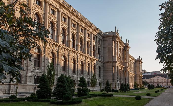 Innere Stadt: Wiener Ringstraße (Burgring) - Naturhistorisches Museum Wien 2016