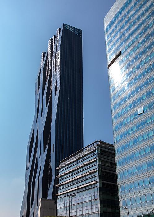 Wien Donaustadt (XXII. Bezirk): Donau City - DC Tower 1 (links), Tech Gate Vienna