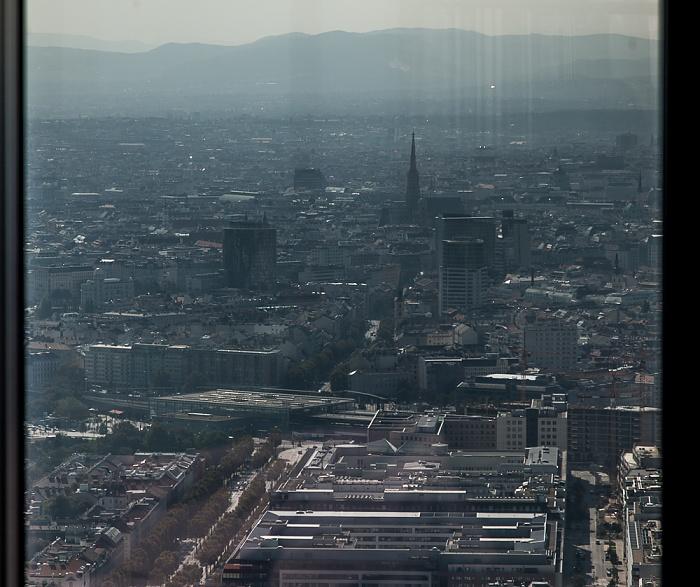 Wien Blick von der DC Tower 1 Skyterasse: Stadtzentrum mit dem Stephansdom Bahnhof Wien Praterstern Lassallestraße Walcherstraße