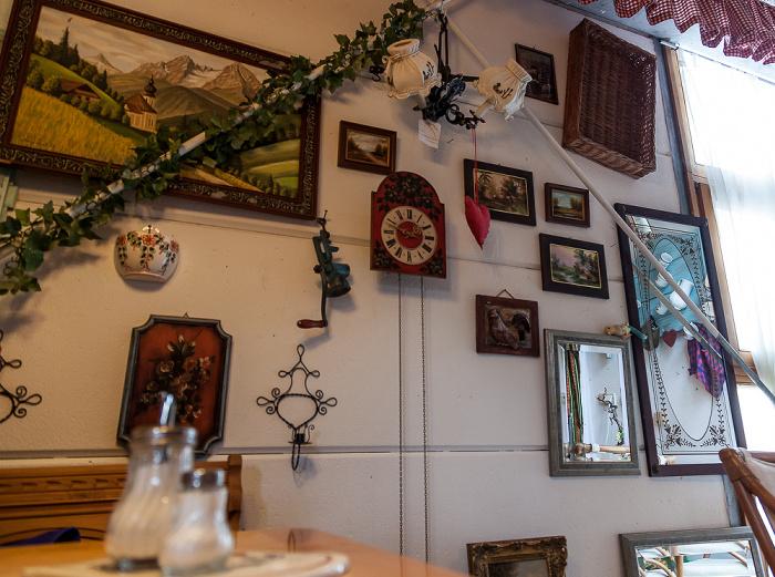 Hallbergmoos Flohmarkt-Café am Schloss
