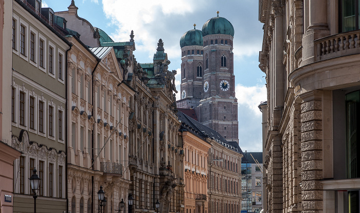 München Altstadt: Kardinal-Faulhaber-Straße Frauenkirche