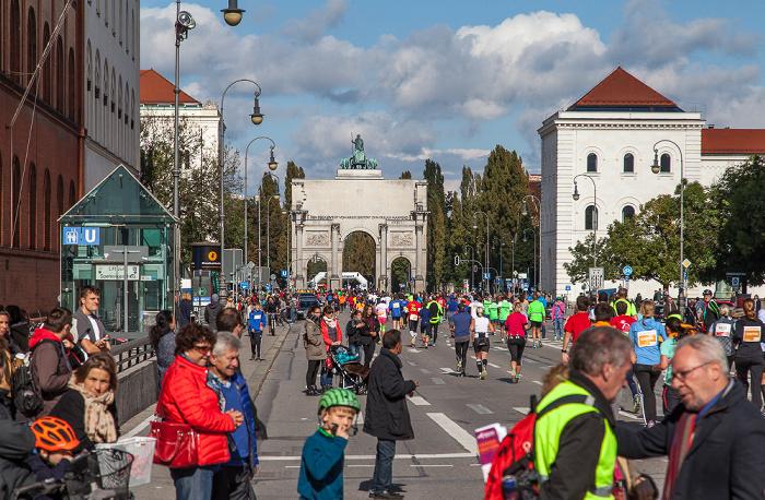 Maxvorstadt: Ludwigstraße - München-Marathon 2016 Siegestor