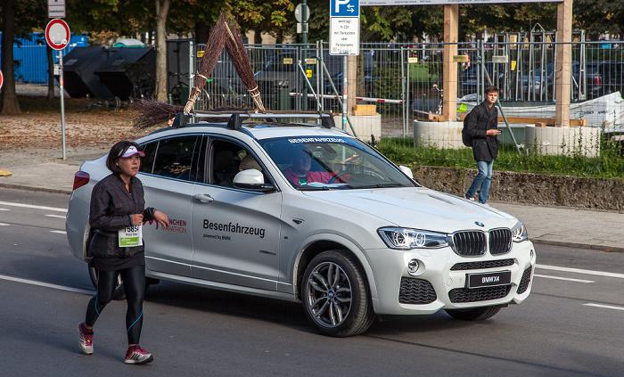 Maxvorstadt: Arcisstraße - München-Marathon 2016 (Besenwagen)