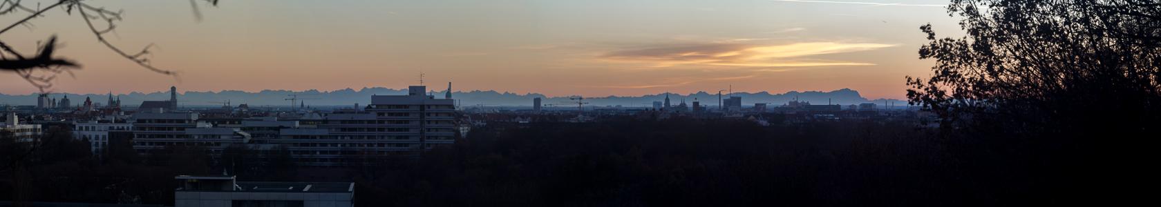 München Blick von der Luitpoldhöhe (Luitpoldpark): Schwabing, Stadtzentrum, Maxvorstadt, Alpen BR-Funkhaus Frauenkirche Neues Rathaus St. Benno St.-Pauls-Kirche Theatinerkirche