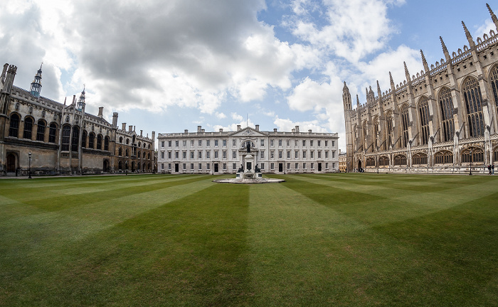 Cambridge King's College: Front Court mit (v.l.) Wilkins' Building, Gibbs' Building und King's College Chapel