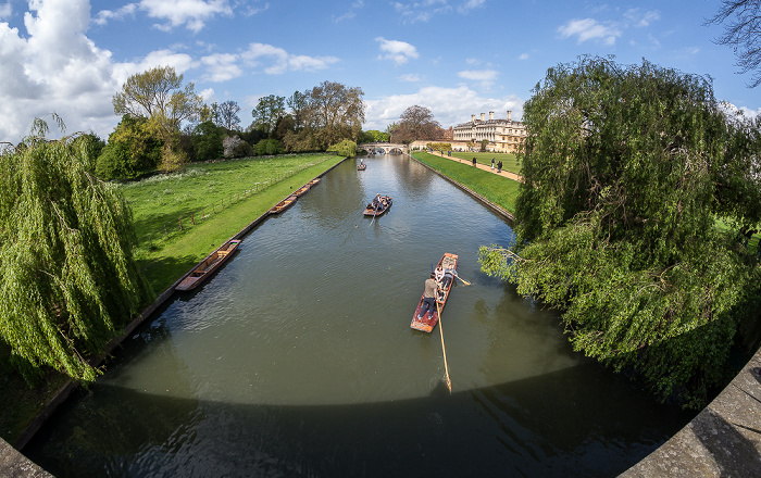 Cambridge King's College: Blick von der King's Bridge auf den River Cam Clare Bridge