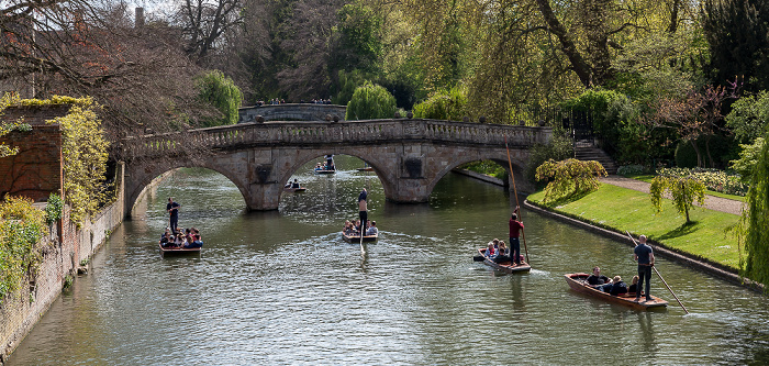 Cambridge Blick von der Garret Hostel Lane Bridge: River Cam mit der Clare Bridge