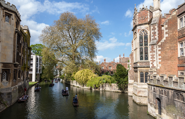 Cambridge St John's College: Blick von der Bridge of Sighs auf den River Cam