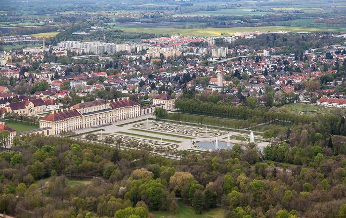 Luftbild aus Zeppelin: Schlossanlage Schleißheim - Neues Schloss und Schlosspark München 2017