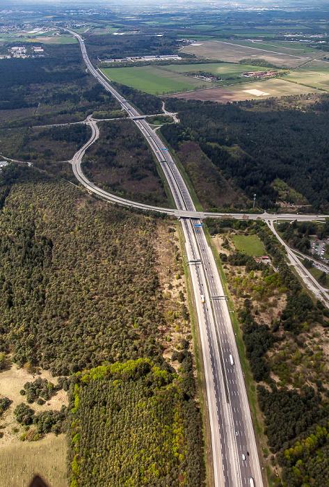 Luftbild aus Zeppelin: Autobahnring A 99 mit der Anschlussstelle München-Neuherberg München