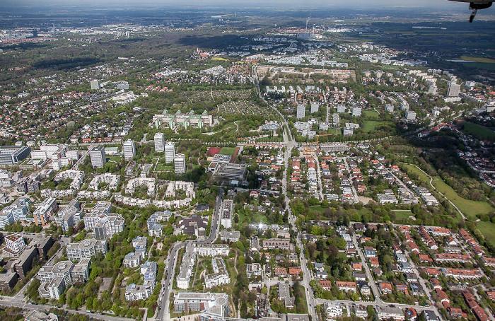 Luftbild aus Zeppelin: Bogenhausen - Parkstadt Bogenhausen (links unten) / Herzogpark (links oben) / Englschalking (rechts) / Oberföhring (rechts oben) München