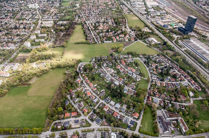 Luftbild aus Zeppelin: Bogenhausen - Englschalking mit Denning (links) und Zamdorf (rechts) München
