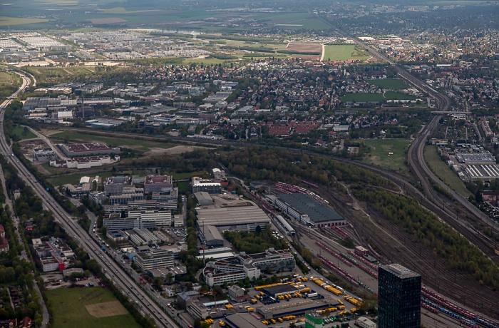 Luftbild aus Zeppelin: Bogenhausen (unten) / Trudering-Riem (oben) / Berg am Laim (rechts) München