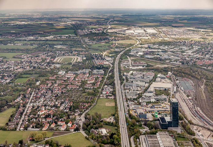 Luftbild aus Zeppelin: Bogenhausen (unten) / Trudering-Riem (oben) München