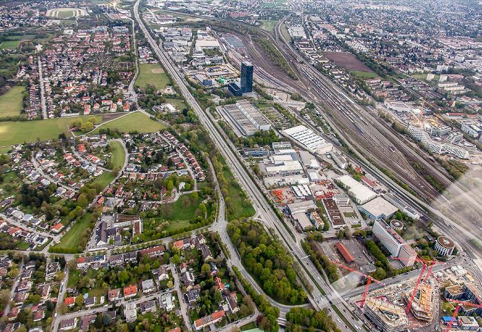 Luftbild aus Zeppelin: Bogenhausen (links) / Riem-Trudering (oben) / Berg am Laim (rechts) München 2017