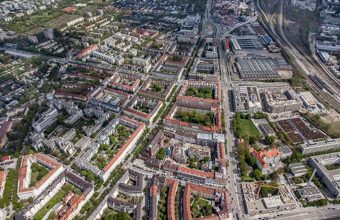 Bogenhausen mit Altbogenhausen (unten) und Parkstadt Bogenhausen / Au-Haidhausen mit Steinhausen (rechts) / Berg am Laim (rechts oben) München 2017