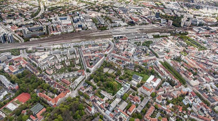 Luftbild aus Zeppelin: Au-Haidhausen (unten), Berg am Laim (oben), Ramersdorf-Perlach (rechts oben) München 2017