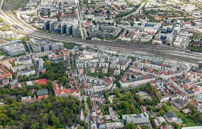 Luftbild aus Zeppelin: Au-Haidhausen (unten), Berg am Laim (oben) München 2017