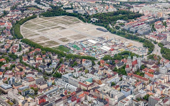 Luftbild aus Zeppelin: Ludwigsvorstadt-Isarvorstadt (unten), Schwanthalerhöhe (oben) München 2017