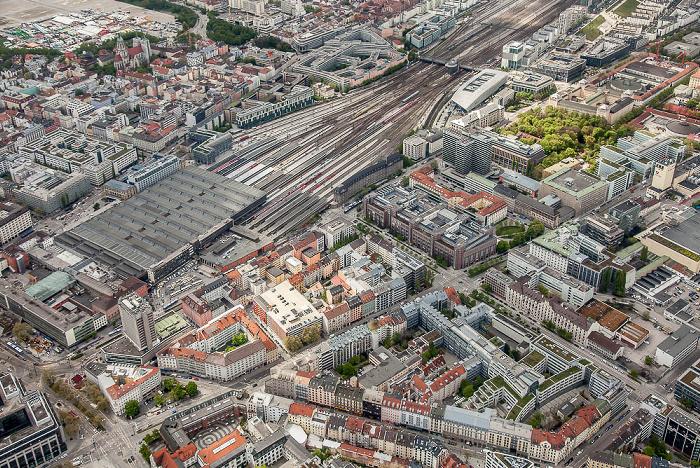 Luftbild aus Zeppelin: Ludwigsvorstadt-Isarvorstadt (links), Maxvorstadt (rechts) München 2017
