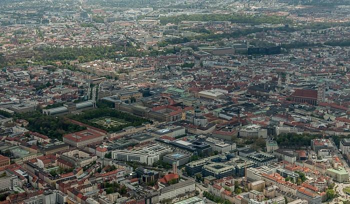 Luftbild aus Zeppelin: Maxvorstadt (links unten), Bogenhausen (links oben), Altstadt-Lehel, Au-Haidhausen (oben) München 2017