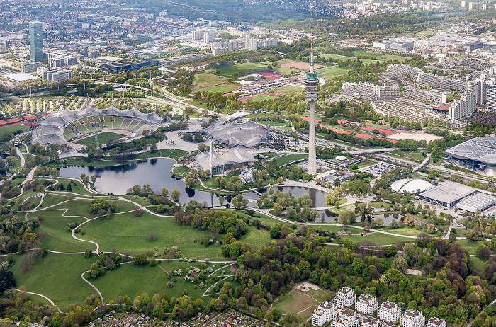 Luftbild aus Zeppelin: Milbertshofen-Am Hart, Neuhausen-Nymphenburg (links unten), Moosach (links oben) München