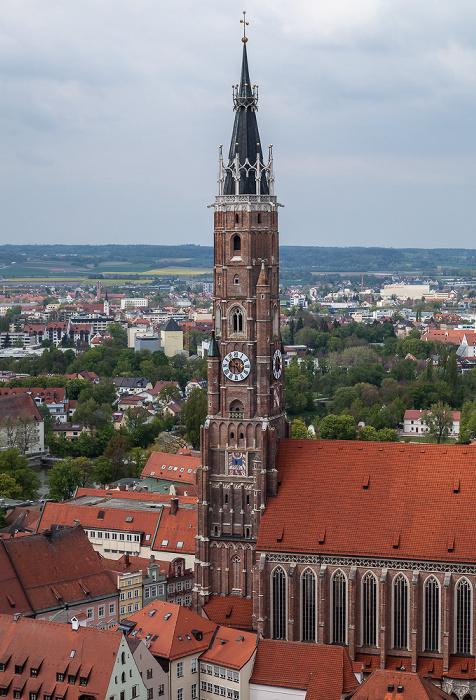 Blick von der Burg Trausnitz: Martinskirche (Stadtpfarr- und Kollegiatstiftskirche St. Martin und Kastulus) Landshut 2017