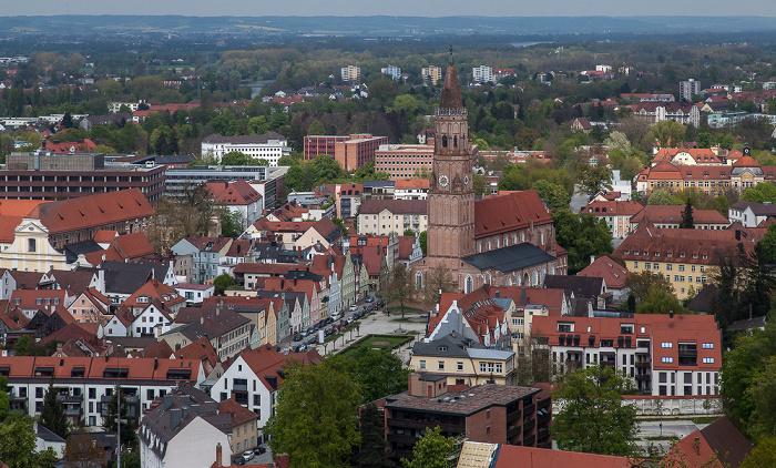 Landshut Blick von der Burg Trausnitz: Freyung mit der Pfarrkirche St. Jodok