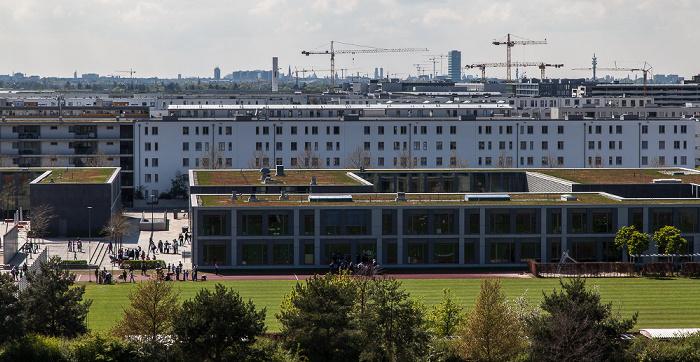 Blick vom Aussichtshügel Riemer Park: Riemer Park (Landschaftspark Riem, BUGA-Park), Messestadt Riem München