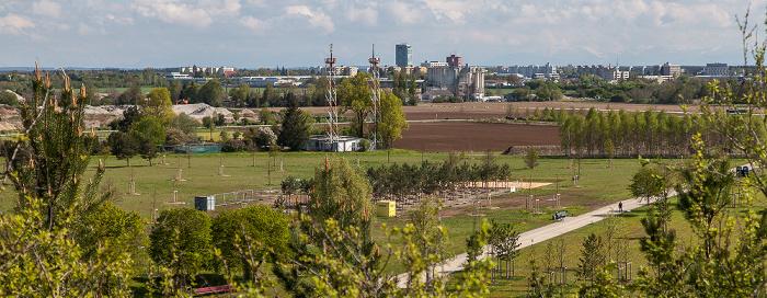 Blick vom Aussichtshügel Riemer Park: Riemer Park (Landschaftspark Riem, BUGA-Park), Haar München