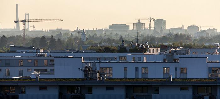 Blick vom Aussichtshügel Riemer Park: Messestadt Riem München