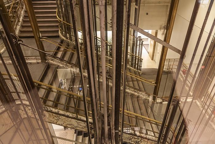 Paris Galeries Lafayette: Alter Aufzug