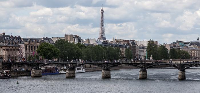 Paris Blick von der Pont Neuf: Seine mit der Pont des Arts Eiffelturm