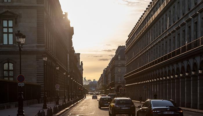 Paris Rue de Rivoli Le Louvre des Antiquaires Musée du Louvre