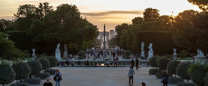 Paris Jardin des Tuileries mit dem Grand Bassin Rond Arc de Triomphe Avenue des Champs-Élysées Obelisk von Luxor