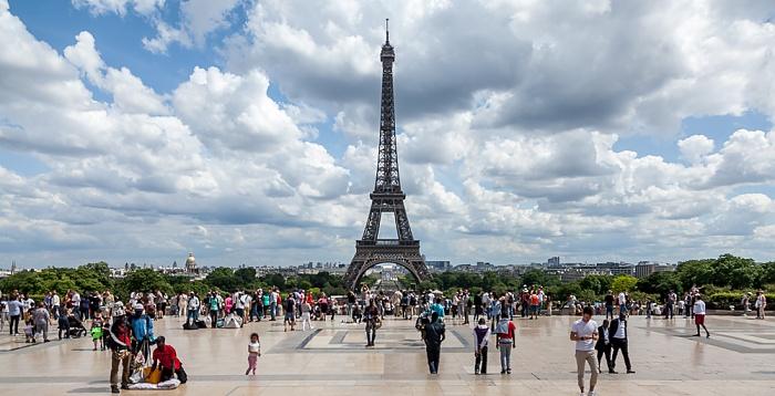 Trocadéro: Parvis des Libertés et des Droits de l'Homme. Eiffelturm (Tour Eiffel) Paris