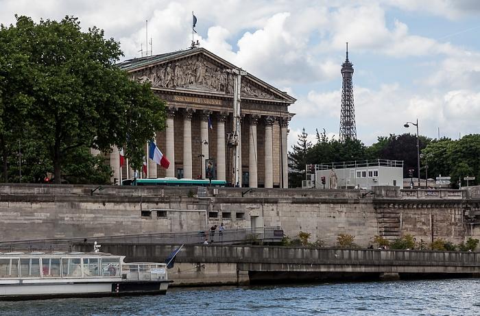 Paris Seine, Port de Solférino, Palais Bourbon (Nationalversammlung) Eiffelturm