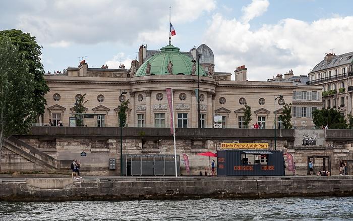 Paris Seine, Port de Solférino, Quai Anatole-France, Hôtel de Salm (Palais de la Légion d'honneur)