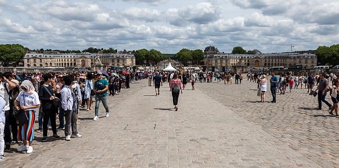 Schloss Versailles (Château de Versailles): Ehrenhof (Cour d'Honneur) Avenue de Paris Grande Écurie Petite Écurie