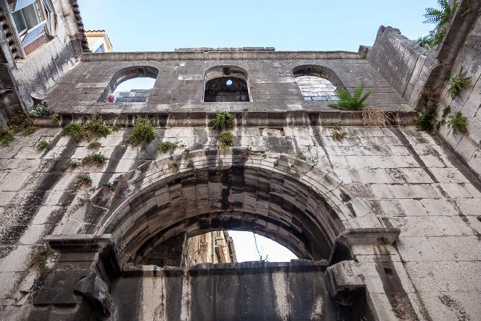 Split Altstadt (Grad): Ispod ure - Eisernes Tor (Diokletianpalast)