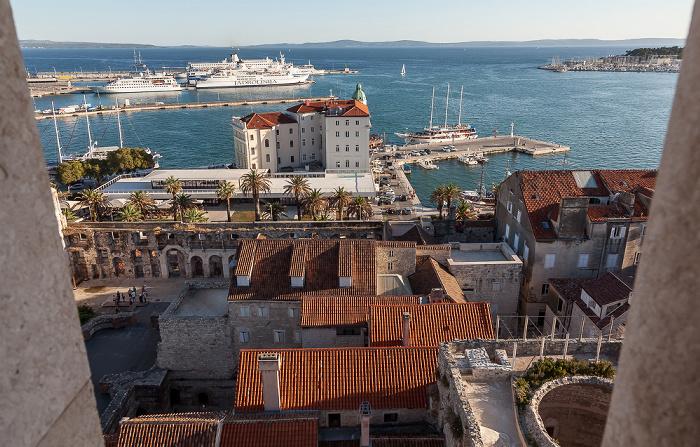Split Blick vom Turm der Kathedrale des Heiligen Domnius: Altstadt (Grad), Hafen, Adriatisches Meer (Mittelmeer)