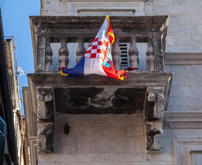 Altstadt (Grad): Narodni trg u Splitu (Pjaca) - Kroatische Flagge
