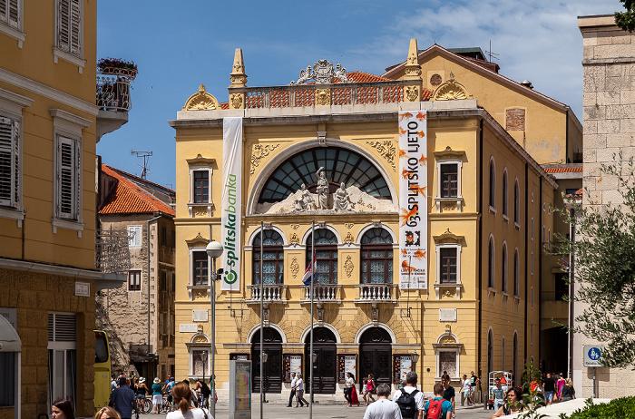 Altstadt (Grad): Trg Gaje Bulata - Kroatisches Nationaltheater in Split (Hrvatsko Narodno Kazalište)