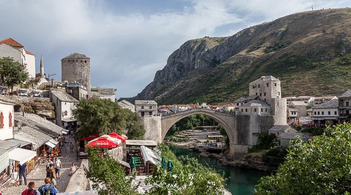 Mostar Altstadt: Kujundžiluk, Alte Brücke (Stari most) über die Neretva