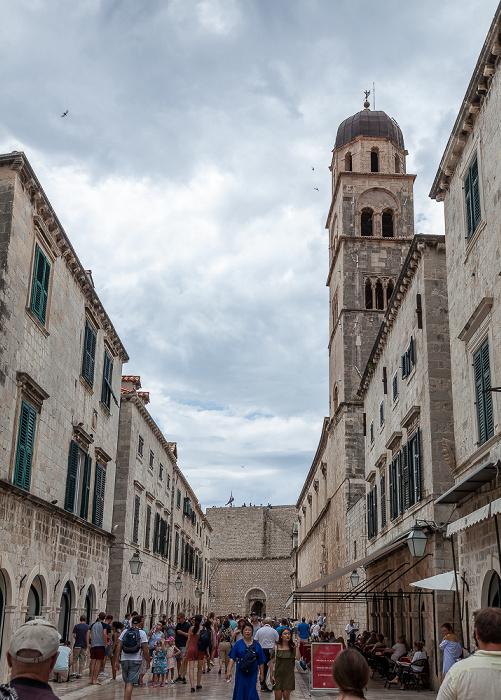 Altstadt (Grad): Placa (Stradun) mit der Franziskanerkirche des Franziskanerklosters (Franjevacki samostan) Dubrovnik
