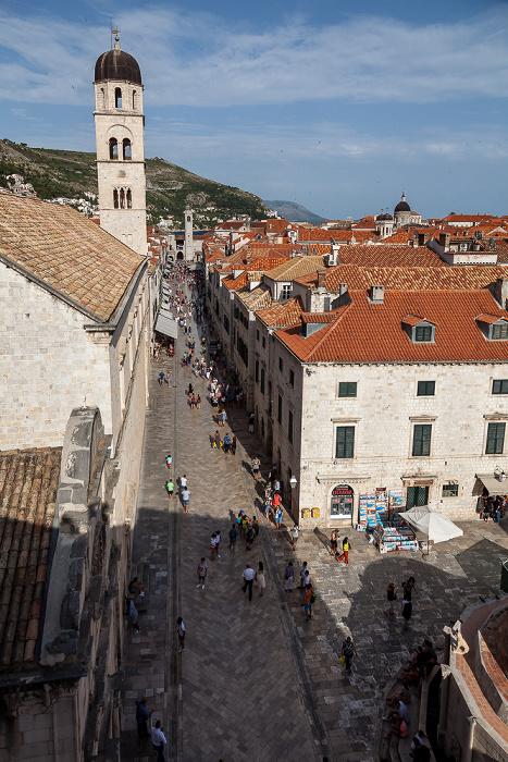 Dubrovnik Blick von der Stadtmauer: Altstadt (Grad) mit Placa (Stradun) Franziskanerkloster