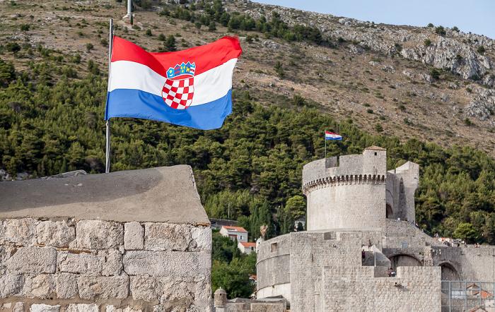 Dubrovnik Altstadt (Grad): Stadtmauer, Kroatische Flagge Brdo Srđ Festung Minceta