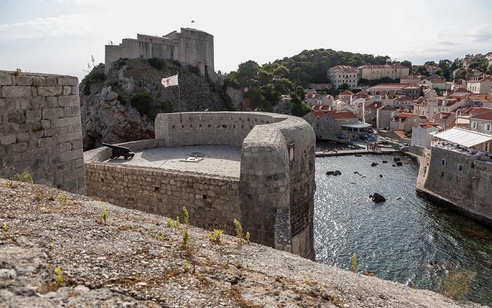 Dubrovnik Altstadt (Grad): Stadtmauer mit der Festung Bokar Festung Lovrijenac Westhafen